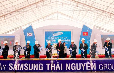 rnLễ động thổ tổ hợp công nghiệp trị giá hơn 2,5 tỷ USD của Samsung ở Thái Nguyên