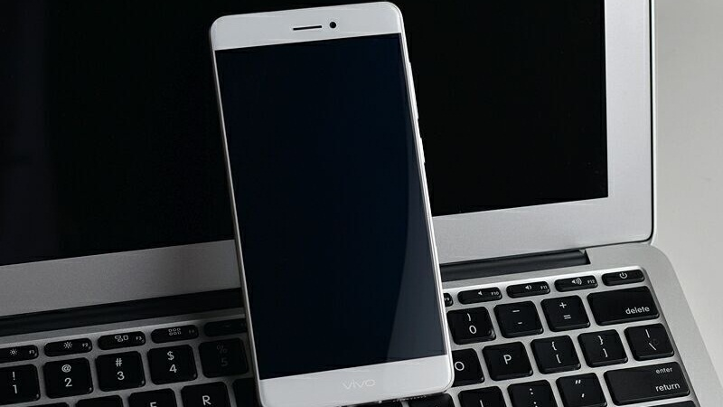 Chiêm ngưỡng ảnh thực tế mẫu smartphone 5GB RAM đầu tiên