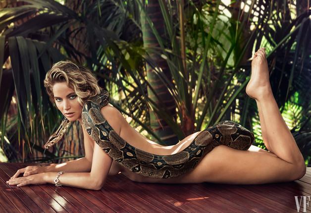 Jennifer Lawrence chụp ảnh khỏa thân táo bạo cùng rắn khủng