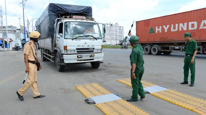 Chính phủ yêu cầu lập chuyên án điều tra tình trạng 'bảo kê' xe quá tải
