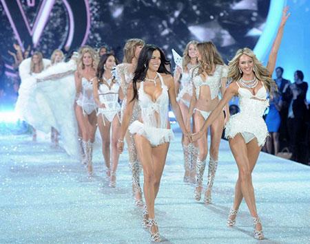 """Dàn thiên thần Victoria's Secret lần đầu """"hạ cánh"""" London"""