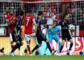 Dấu ấn lượt đi tứ kết Champions League 2016/17: Sai lầm của trọng tài