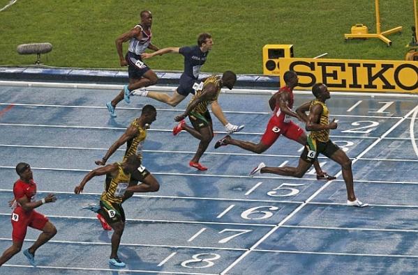 Usain Bolt vô địch thế giới trong cơn mưa Moskva