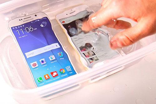 Galaxy S7 sẽ có tính năng chống nước, pin lớn