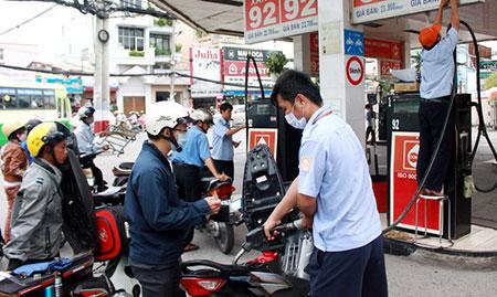 Giá xăng tăng mạnh, thêm 1.600 đồng/lít từ 15h chiều nay