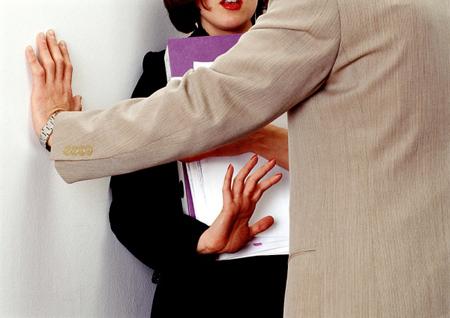 Nữ nhân viên xin việc và nỗi ám ảnh giám đốc 'dê xồm'