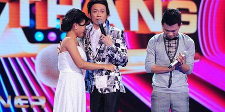 Hoài Linh khóc khi công khai nhận con nuôi trước hàng ngàn khán giả