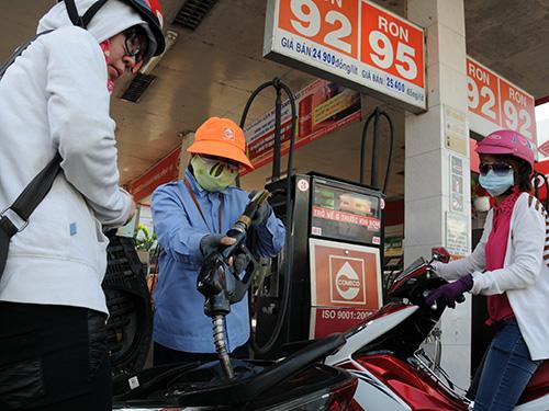 Lại bàn chuyện quản giá xăng
