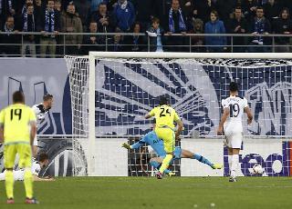 Lượt đi vòng 32 đội Europa League: Tottenham thua sốc; Schalke, Roma, Lyon đại thắng