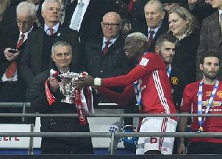 """Mourinho """"úp mở"""" việc giải nghệ sau khi đi vào lịch sử Man United"""