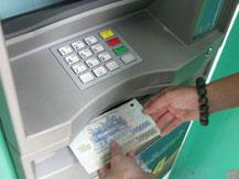 Ngân hàng lãi gần 90 nghìn tỷ đồng từ tài khoản ATM