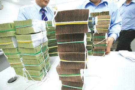 Ngân hàng tăng mượn nhau tiền đồng, giảm vay USD