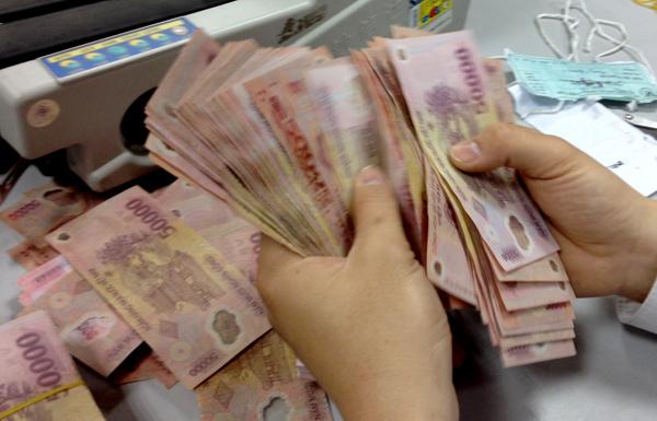Nhân viên ngân hàng sốc vì lương 2,5 triệu/tháng