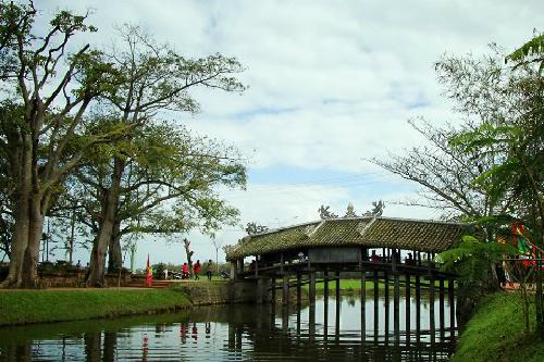 Những cây cầu ngói dọc đất nước