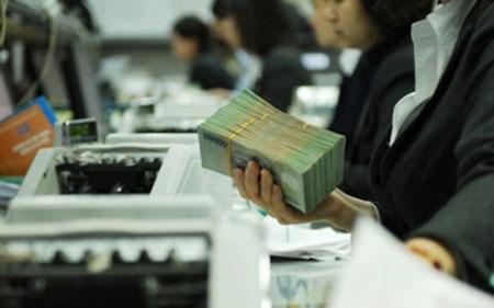 Mỗi người dân Việt gánh hơn 826 USD nợ công