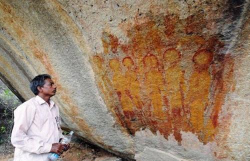 Phát hiện phiến đá cổ 10.000 năm có dấu vết người ngoài hành tinh