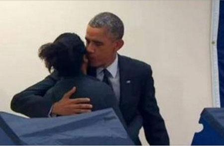 """Tổng thống Obama bị """"đánh ghen"""""""
