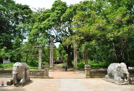 Đến Thanh Hóa thăm lăng mộ vua Lê Thái Tổ