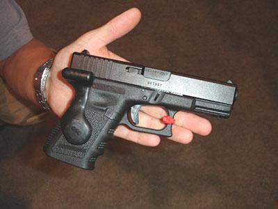 Vợ quan hệ bất chính, chồng xách súng bắn chết tình địch