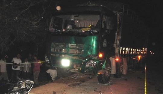 Va chạm xe tải, 3 thanh niên chết tại chỗ