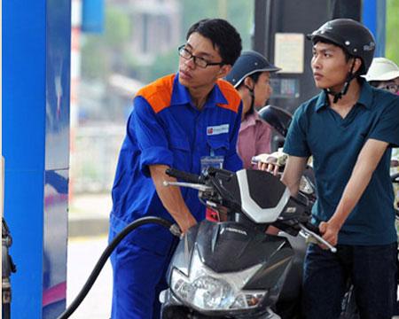 Xăng dầu xin ưu đãi đủ thứ rồi… chủ động tăng giá